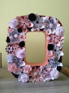 chiffre 0 rempli de fleurs