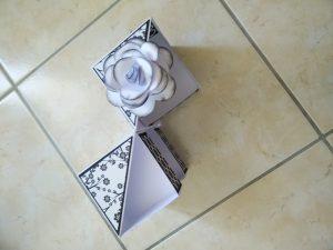 boite à bijoux en papier blanc et noir