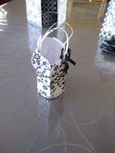 corset en papier 3d noir et blanc thème fleur