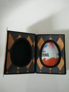 boîte ouverte pour Halloween pour insérer un oeuf kinder