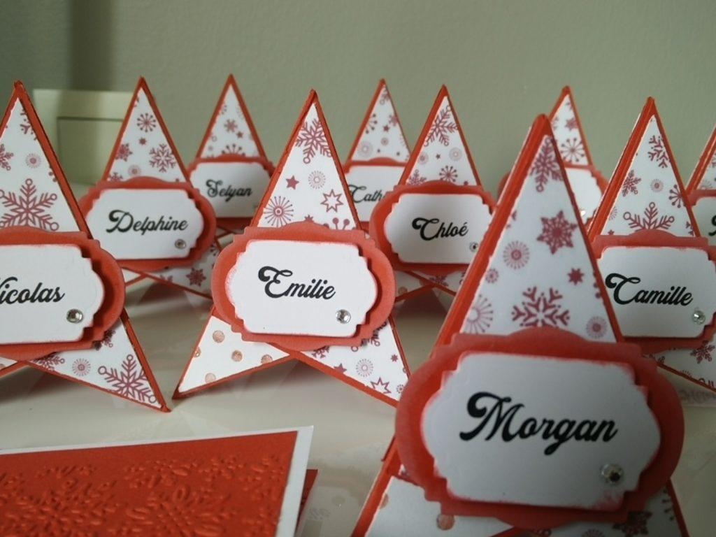 marques places pyramidales rouges et blancs