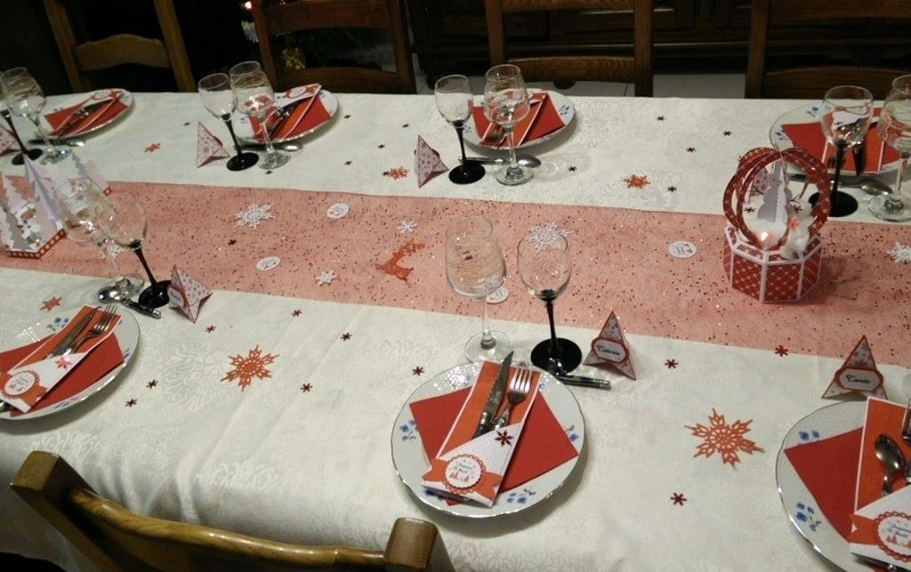 éléments de décoration table de noël