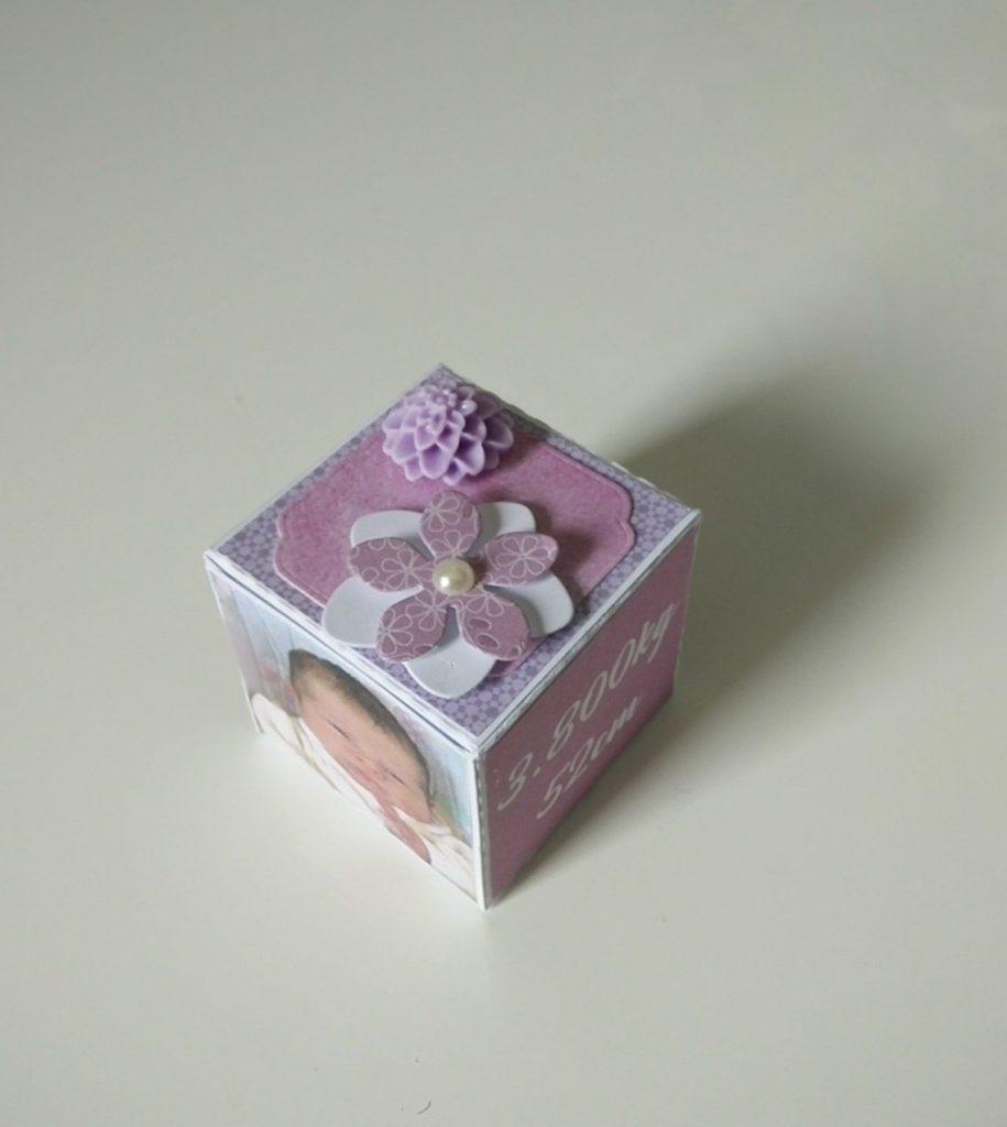 élément de décoration en forme de cube pour naissance petite fille