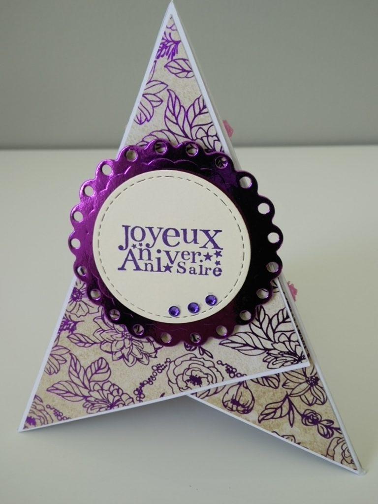 carte pyramide violette et beige