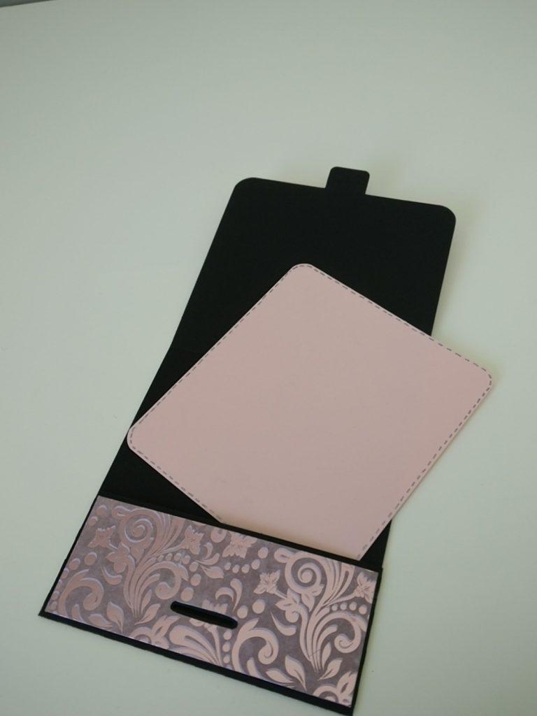 carte anniversaire rose, noire et violette