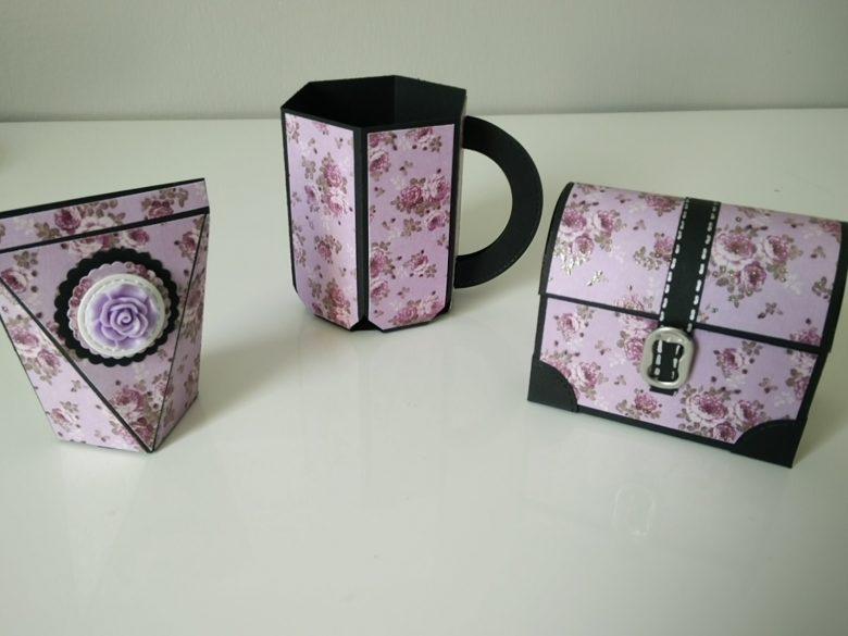trois boites aux motifs fleuris