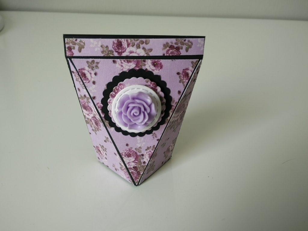 boîte fait main , papier fleuri