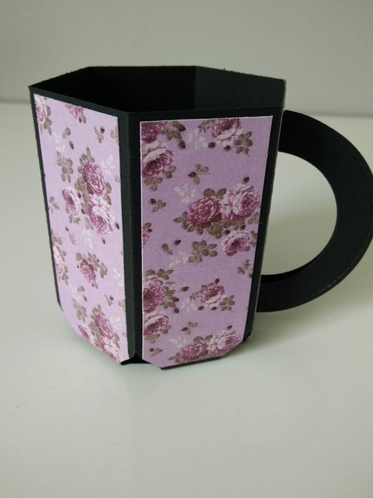 tasse réalisée à la main; coloris rose, motif fleur