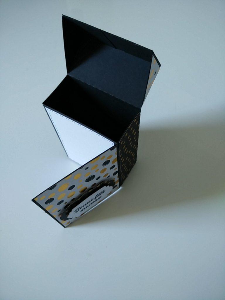 petite boîte à cadeaux pour la fête des mères avec rabat pour petit message